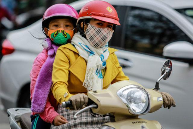 Giữ ấm cho trẻ khi thời tiết lạnh. Ảnh minh họa: Thành Nguyễn.