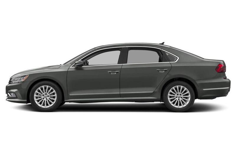 9. Volkswagen Passat 2018 (giá khởi điểm: 29.595 USD).