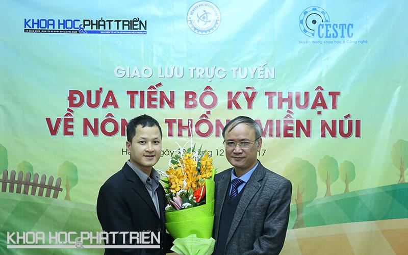 Tiến sĩ Nguyễn Văn Liễu (phải) - Vụ trưởng Vụ KH&CN địa phương tại chương trình giao lưu.