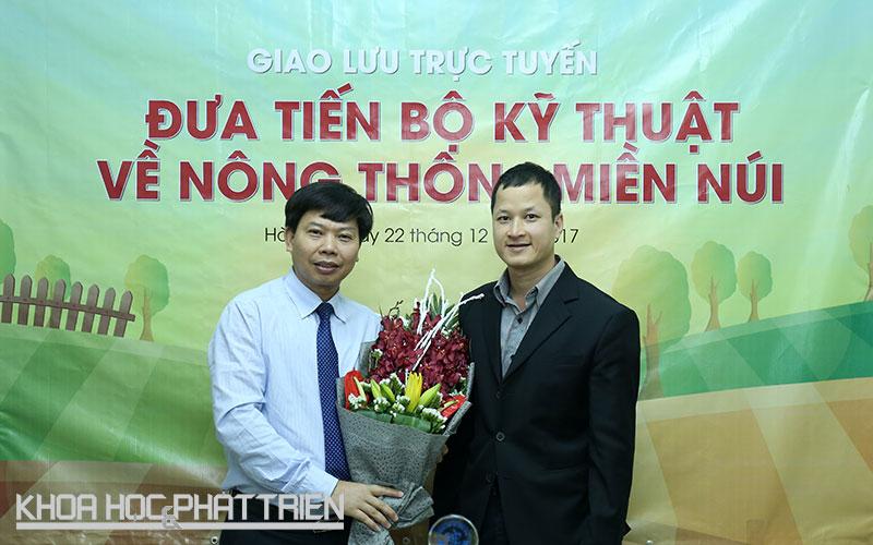 Ông Nguyễn Đức Kiên (trái) - Giám đốc Sở Khoa học và Công nghệ Bắc Giang tham gia Cuộc giao lưu trực tuyến