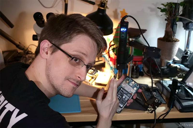 Cựu điệp viên NSA, Edward Snowden đang viết ứng dụng giúp bảo vệ smartphone và laptop trong trường hợp bị xâm nhập. Ảnh: theverge.com