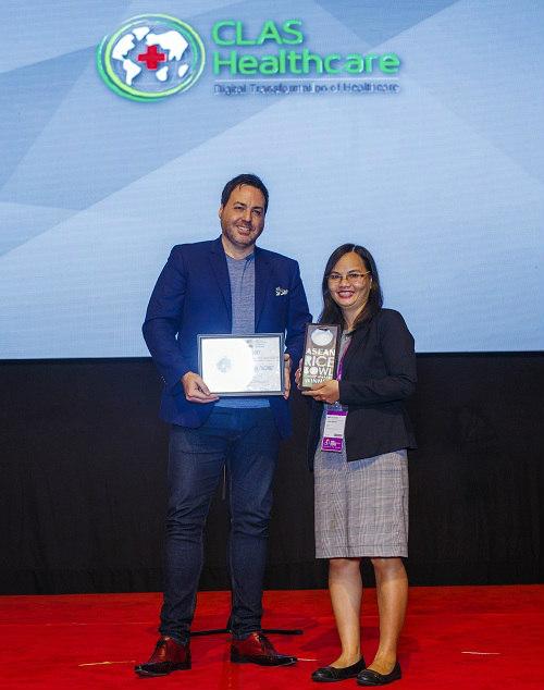 Bà Nguyễn Thị Mai Hương đại diện cho CLAS Healthcare nhận giải thưởng. Ảnh: BTC cung cấp.