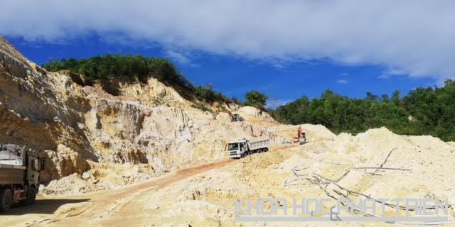 Khai thác Cao Lanh tại mỏ Lộc Châu
