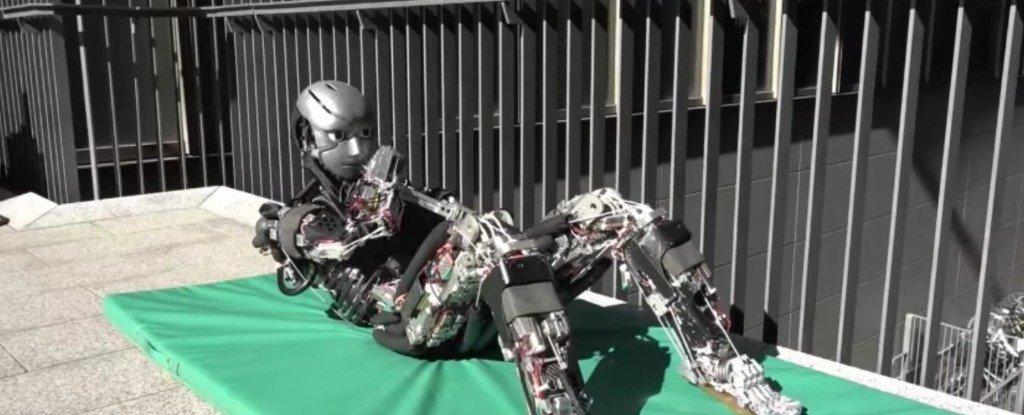Robot Kengoro đang làm động tác thể dục. Ảnh: AAAS.