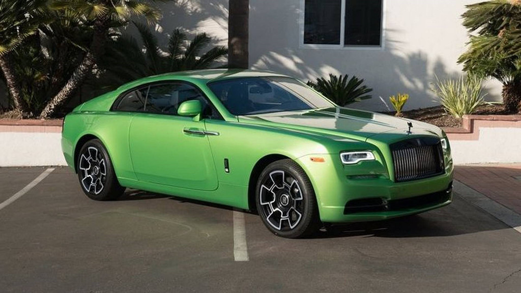 Khi sở hữu một chiếc Rolls-Royce, bạn luôn muốn chiếc xe của mình trở nên độc đáo và nổi bật. Một chủ nhân của chiếc Rolls-Royce Wraith đã quyết định thay áo cho chiếc coupe sang trọng này, giúp Wraith có sức hút đặc biệt hơn.