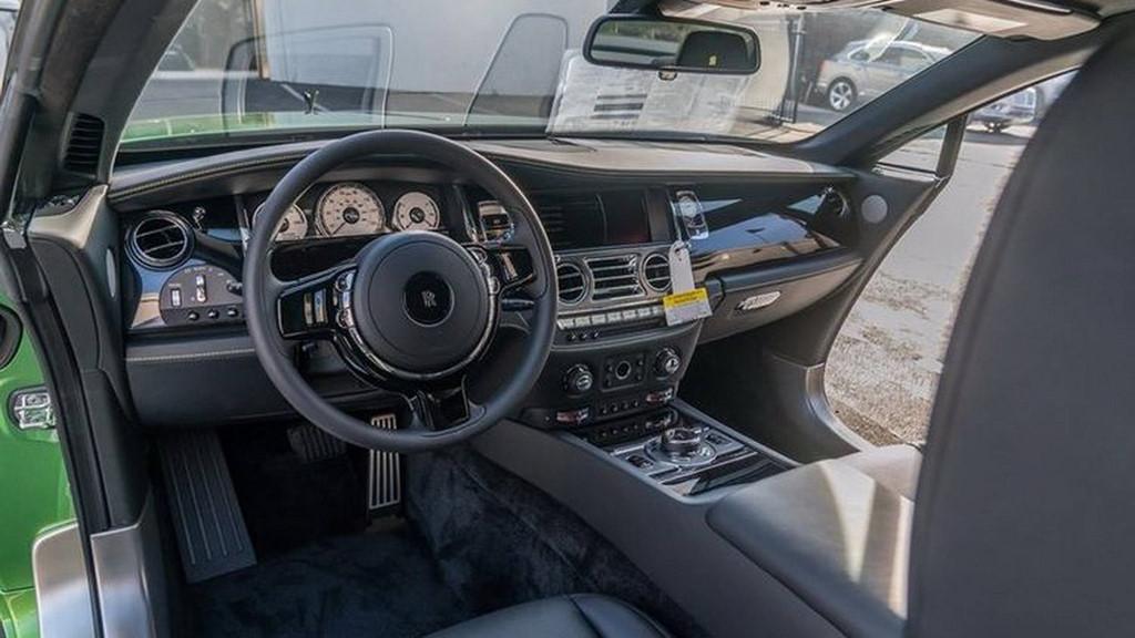 Chiếc Rolls-Royce Wraith này được trang bị động cơ Biturbo V12 6.6 lít sản sinh công suất 612 mã lực và mô-men xoắn cực đại 870 Nm (tăng 70 Nm so với thông thường).