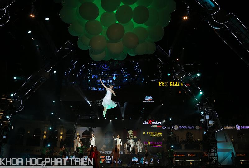 Những màn biểu diễn độc đáo kết hợp công nghệ hiện đại đã chinh phục được giới trẻ.