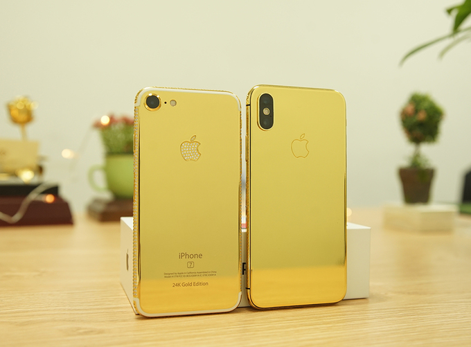Ngoài iPhone X, iPhone 8 và 8 Plus cũng có phiên bản mạ vàng 24K dù mặt lưng làm từ kính, khác với iPhone 6s hay 7 trước đó. Chi phí để cho sản phẩm mạ vàng từ 9 cho tới 15 triệu đồng tuỳ vào việc có muốn cá nhân hoá nhiều hay không.