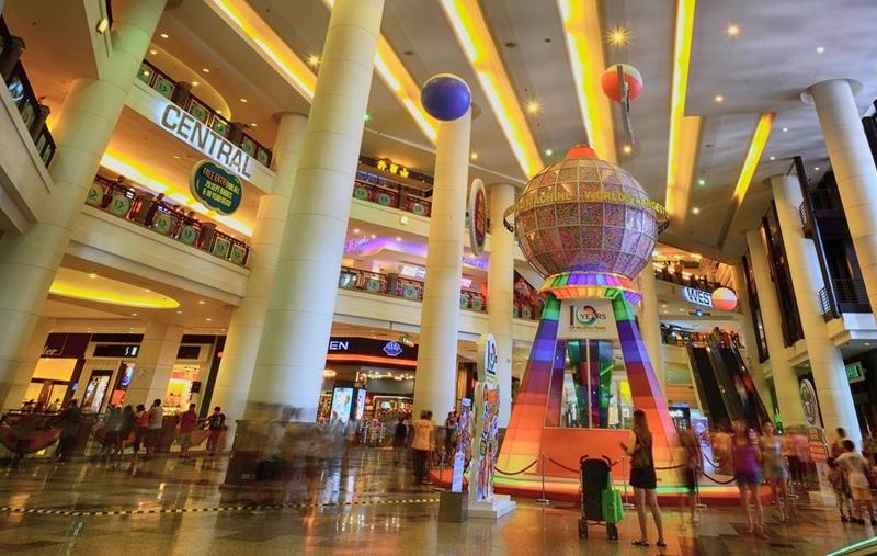 Khách sạn Berjaya Times Square và khu bán lẻ ở Kuala Lumpur, Malaysia, tạo ra máy bán hàng tự động lớn nhất thế giới. Cỗ máy có chiều cao 9,7 mét và đường kính là 4,5 m. Ảnh: Shutterstock.