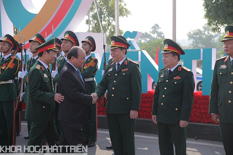 Thủ tướng đến thăm và làm việc tại Viettel