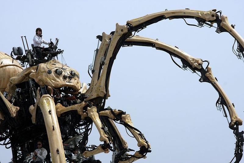 La Princesse là cỗ máy giống một con nhện khổng lồ phục vụ cho ngành giải trí. Nó nặng 40,5 tấn và cao 15 m. Nhện được thiết kế bởi một công ty sản xuất của Pháp tên là La Machine. Ảnh: Wikimedia.