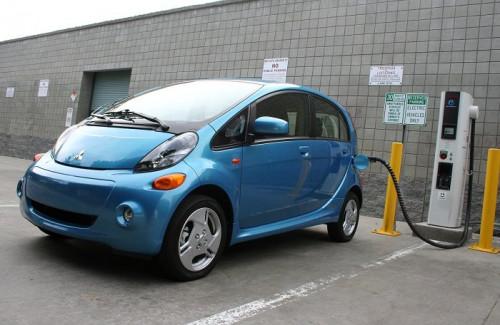 Dòng xe điện i-MiEV của Mitsubishi Motors. Ảnh: Nikkei