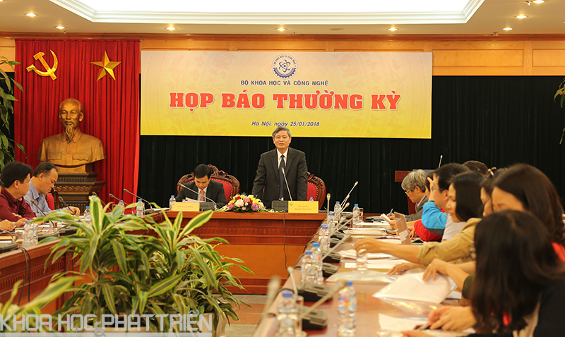 Thứ trưởng Phạm Công Tạc phát biểu tại buổi họp báo. Ảnh: BN