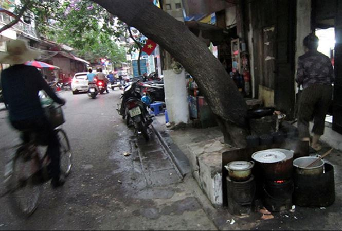 Bếp than tổ ong là một  trong những nguồn gây ô nhiễm không khí ở Hà Nội.