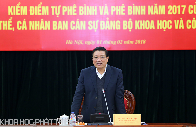 Đồng chí Phan Đình Trạc, Bí thư Trung ương Đảng, Trưởng Ban Nội chính Trung ương, Trưởng đoàn công tác phát biểu chỉ đạo Hội nghị