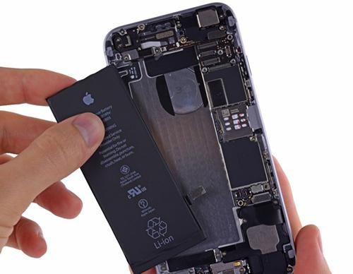 Apple thừa nhận đang bị chính phủ chất vấn về bê bối giảm hiệu năng iPhone. Apple thừa nhận đang bị chính phủ chất vấn về bê bối giảm hiệu năng iPhone.