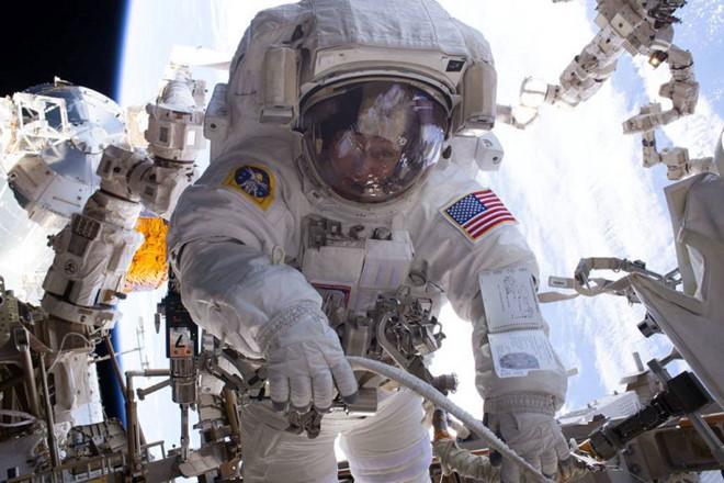 Phi hành gia người Mỹ Peggy Whitson đang giữ nhiều kỷ lục về đi bộ trong không gian. Ảnh: NASA.