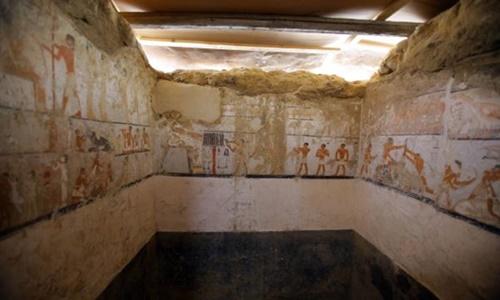 Một số hình vẽ trên tường trong lăng mộ Hetpet. Ảnh: UPI.