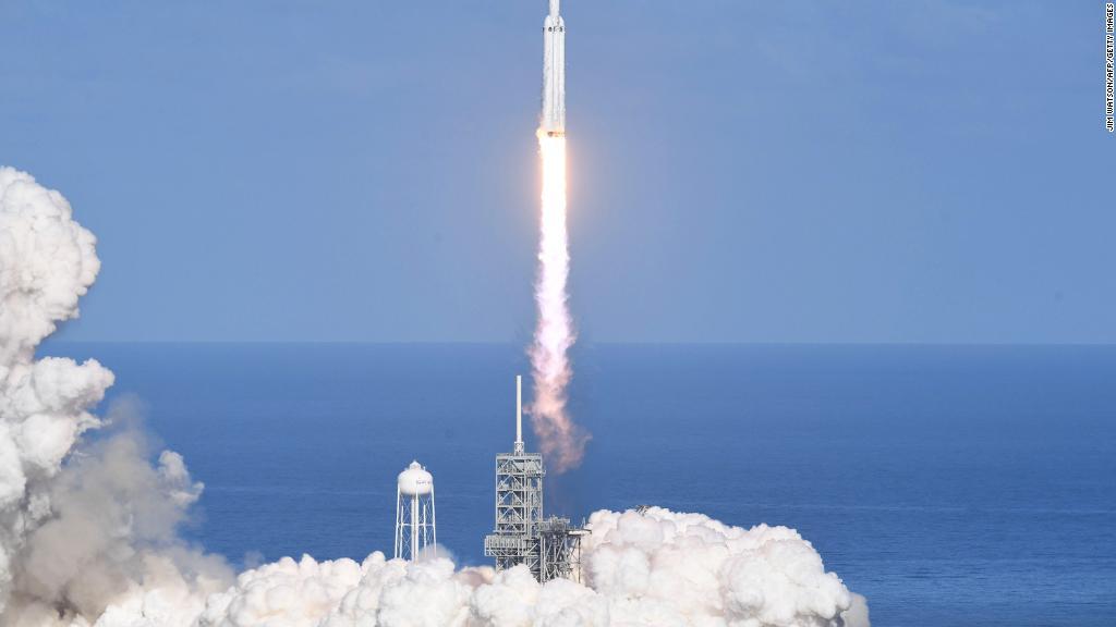 Falcon Heavy là tên lửa mạnh nhất thế giới. Ảnh: CNN Money