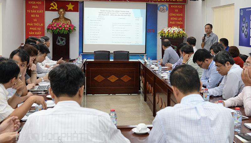 Ông Phạm Văn Xu giới thiệu các Chương trình mục tiêu