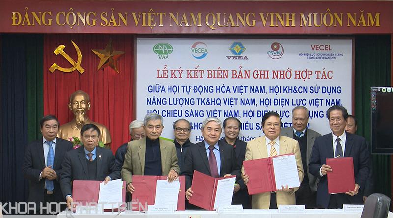 Việc ký kết được thực hiện bởi đại diện 5 hội khoa học và công nghệ.