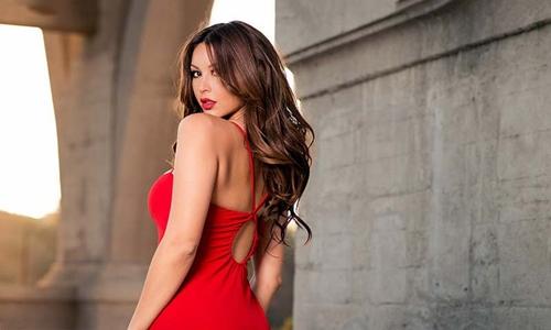 Nam giới thường thích phụ nữ mặc trang phục màu đỏ hơn những màu sắc khác. Ảnh: Shutterstock.