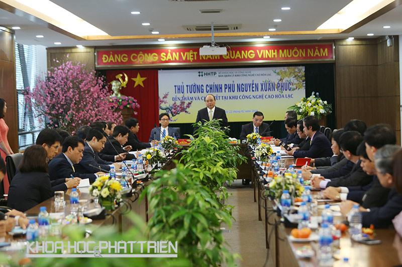 Thủ tướng Nguyễn Xuân Phúc chủ trì buổi làm việc với các bộ, ngành tại Khu Công nghệ cao Hòa Lạc sáng 22/2. Ảnh: Loan Lê