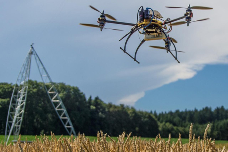Máy bay không người lái được phát triển bởi công ty khởi nghiệp Gamaya (Thụy Sĩ)có thể kiểm tra tình trạng cây trồng tự động. Ảnh: Swissinfo.ch