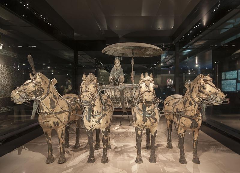 Đội quân chính gồm 6.000 lính, mỗi tượng nặng hàng trăm kg. Đội quân thứ hai có hơn 130 xe ngựa chiến và hơn 600 con ngựa. Còn đội quân thứ ba là chỉ huy cấp cao. Hầm trống thứ 4 có lẽ chưa kịp hoàn thành khi hoàng đế băng hà. Ngoài ra, khu đền đài gần đó có tượng nhạc công và vũ công, tùy tùng và quan đại thần, cùng nhiều loài động vật lạ. Ảnh: Wikimedia.