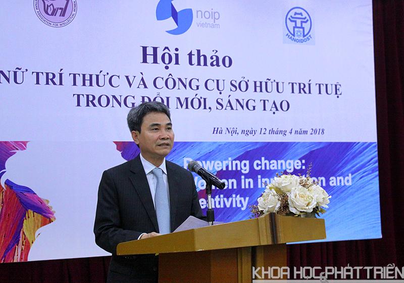 Ông Đinh Hữu Phí phát biểu tại hội thảo.