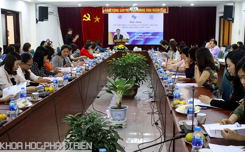 Đông đảo nhà khoa học nữ tham dự tại buổi hội thảo.