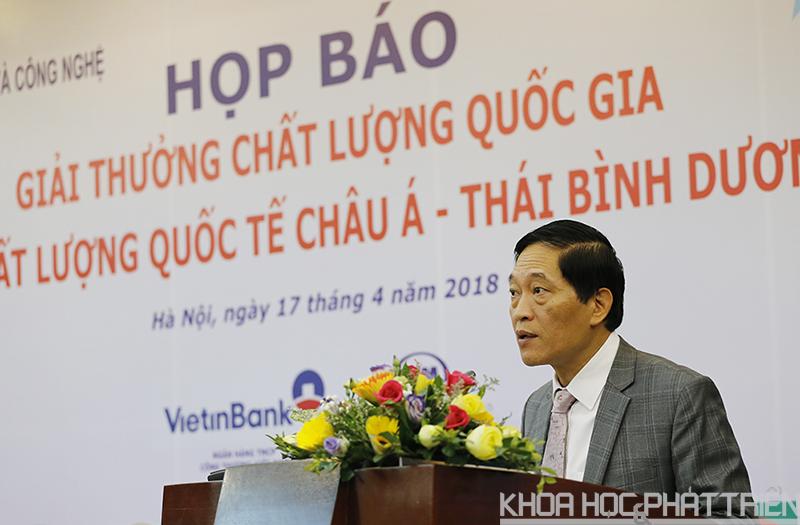 Thứ trưởng Trần Văn Tùng phát biểu tại buổi họp báo. Ảnh: Huy Hùng.
