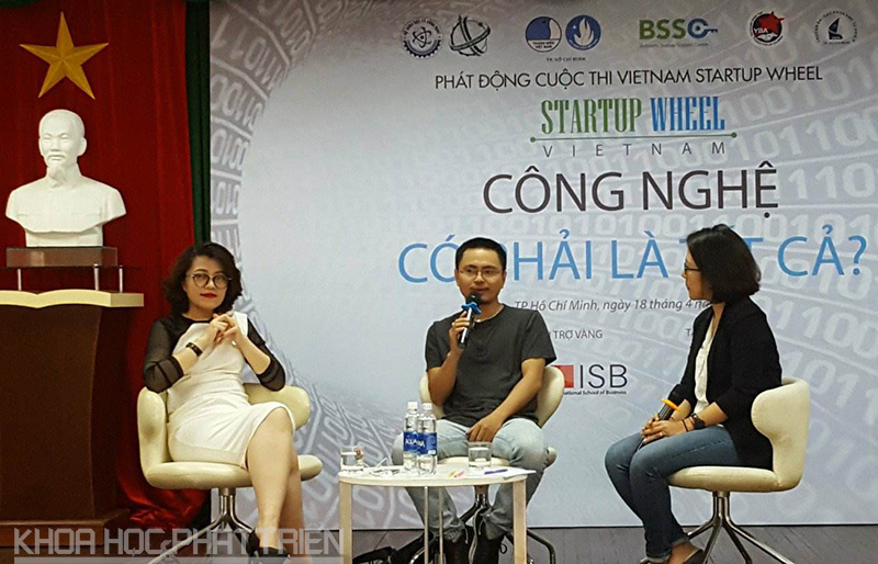 Các diễn giả chia sẻ kinh nghiệm khởi nghiệp với sinh viên và các doanh nghiệp trẻ