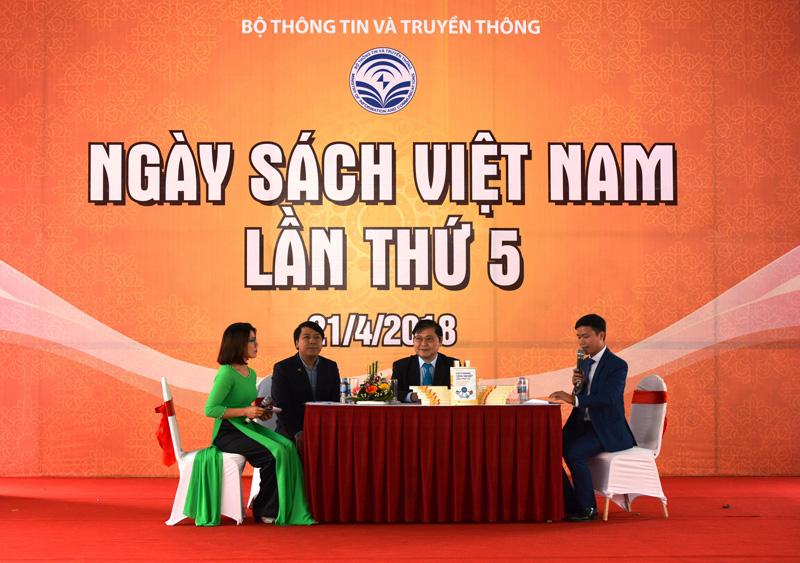 Tác giả Phan Xuân Dũng chia sẻ về động lực khiến ông và cộng sự thực hiện cuốn sách.