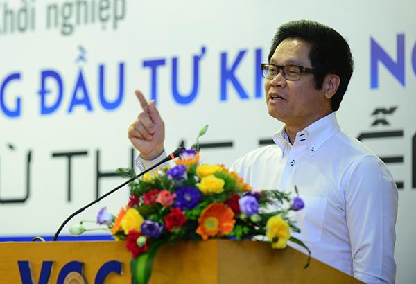 TS. Vũ Tiến Lộc - Chủ tịch Phòng Thương mại và Công nghiệp Việt Nam phát biểu tại Diễn đàn. Ảnh: DĐDN