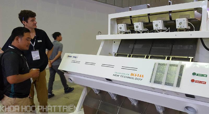 Những máy trong nước sản xuất cũng thu hút khách tham quan