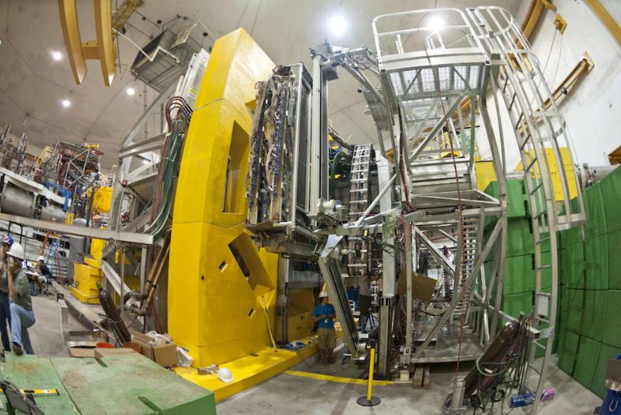 Thí nghiệm Q-weak đo tương tác yếu và cho kết quả không sai so với mô hình chuẩn. Ảnh: Jefferson Lab, Bộ Năng lượng Mỹ.