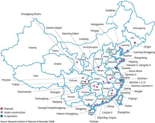 Kế hoạch xây dựng nhà máy điện hạt nhân của Trung Quốc, nhà máy đang hoạt động (màu xanh lá cây), đang xây dựng (xanh lam) và trong kế hoạch (đỏ). Nguồn: world-nuclear.org.