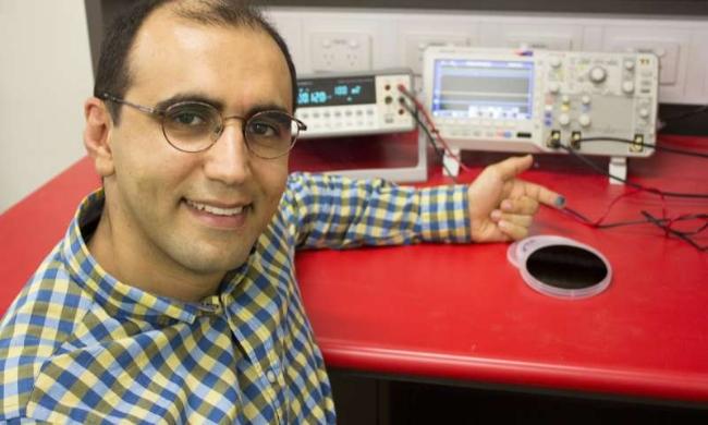 Tiến sĩ Omid Kavehei ở Đại học Sydney khẳng định đang đi đúng hướng để phát triển một thiết bị dự đoán tin cậy về cơn co giật động kinh - Ảnh: University of Sydney