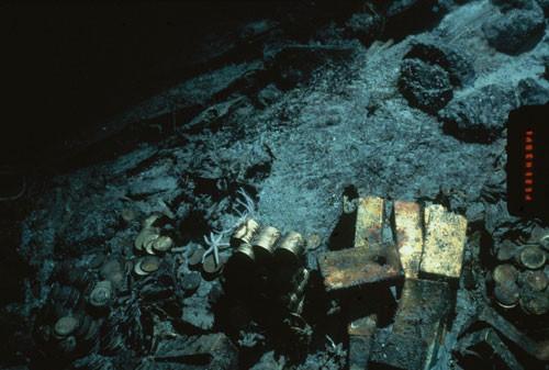 Đồng tiền vàng và thỏi vàng được tìm thấy tại xác tàu S.S. Central America năm 1989 Ảnh: AP