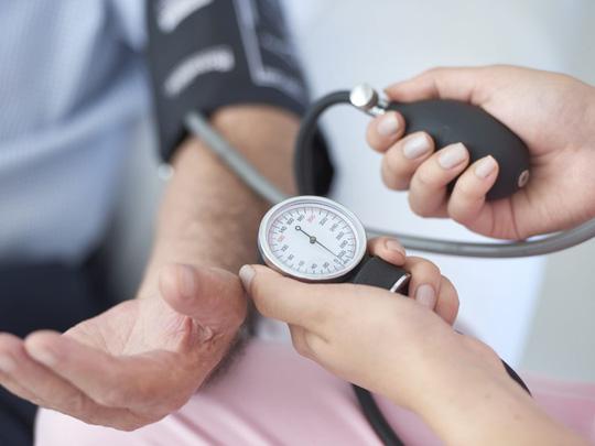 Đo huyết áp thường xuyên và kiểm soát nó dưới 130/80 mmHg là rất cần thiết - ảnh: CTV NEWS