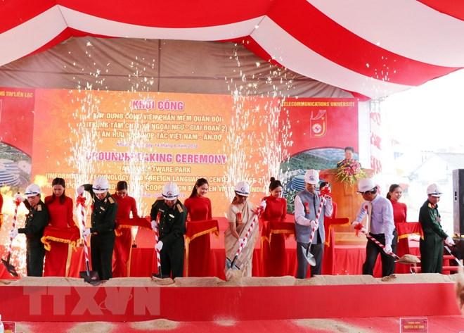 Các đại biểu Ấn Độ và Việt Nam tham gia nghi thức khởi công xây dựng trung tâm. (Ảnh: Tiên Minh/TTXVN)