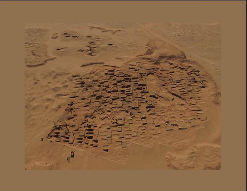Các bản khắc của người Meroe được tìm thấy trong quá trình khai quật cuối năm 2017, tại vùng đất hiện nay thuộc Sudan. Trên đây là hình ảnh khu khai quật chụp từ trên cao. Ảnh: Vincent Francigny.