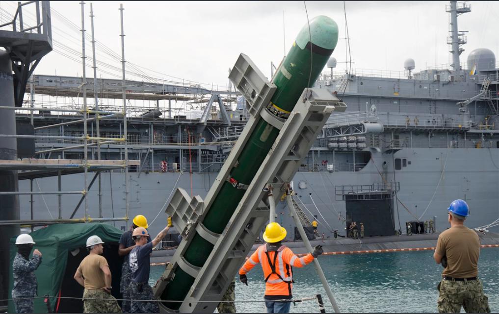 Ngư lôi MK48 của Hải quân Hoa Kỳ được triển khai tại căn cứ ở đảo Guam. Ảnh: US Navy