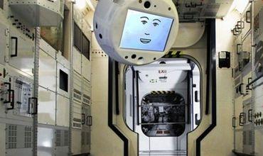 Robot Cimon do Công ty Airbus phát triển sẽ hiển thị thông tin quan trọng về các chuyến bay trên màn hình - Ảnh: Công ty Airbus