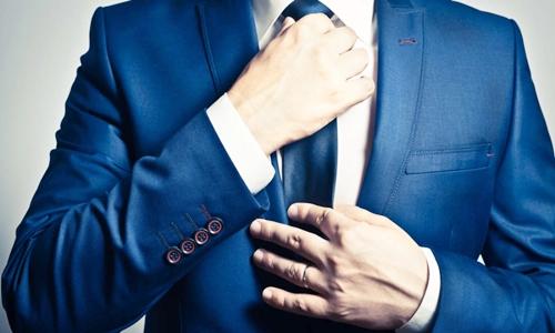 Đeo cà vạt quá chặt có thể gây hại đến sức khỏe nam giới. Ảnh: Shutterstock.