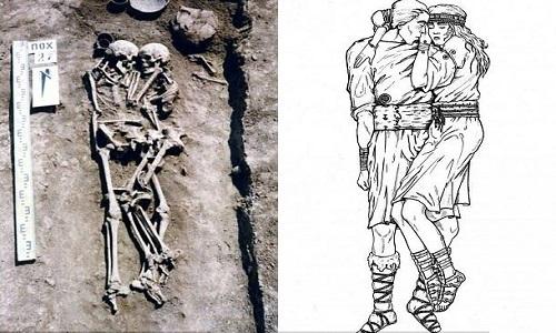 Hài cốt hai vợ chồng trong ngôi mộ 3.000 năm tuổi ở Ukraine. Ảnh: Mirror.