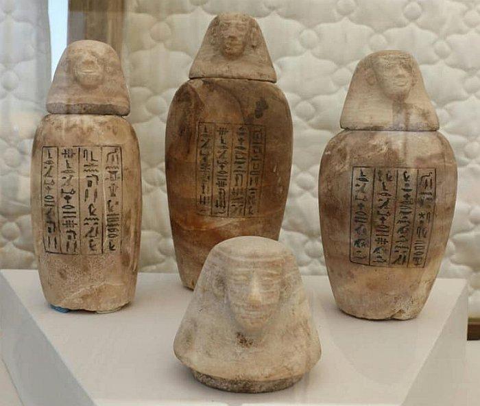Những chiếc hũ thu được từ khu khai quật. Ảnh: Bộ Cổ vật Ai Cập