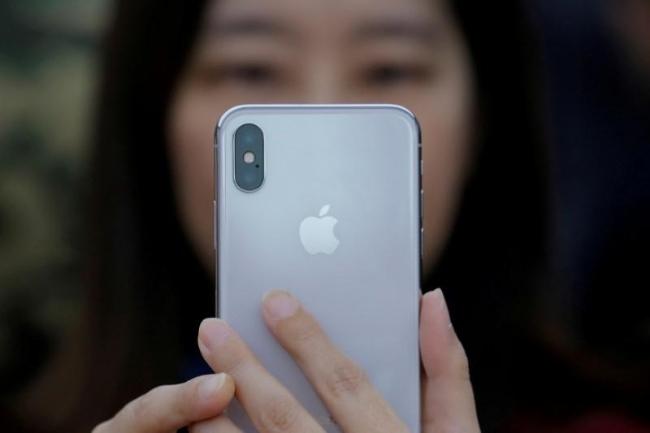 iPhone X giúp Apple tăng doanh thu mạnh, dù số lượng sản phẩm bán ra không tăng nhiều - Ảnh: Reuters