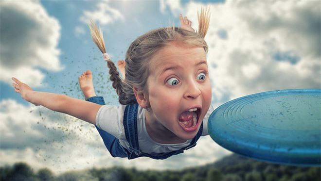"""Ông bố """"bựa nhất năm"""", chụp hình những đứa con và đưa chúng vào thế giới viễn tưởng bằng Photoshop - Ảnh 1."""
